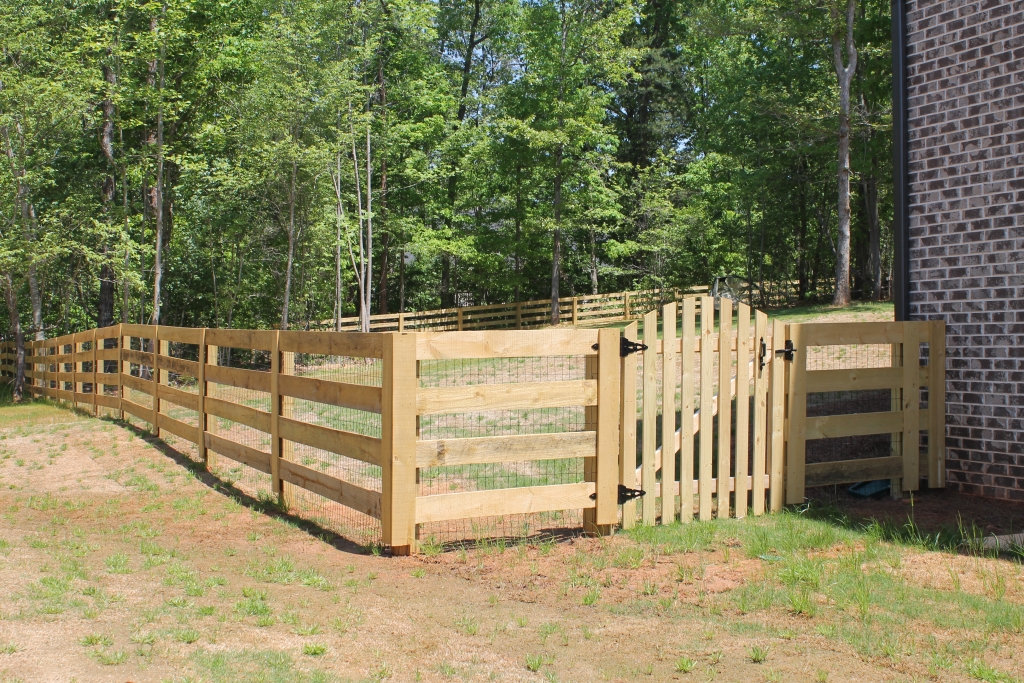Rail ranch w picket style gate accurate fence